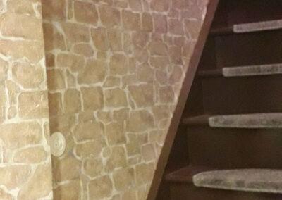 Vorher: aAlte Treppe überarbeitet und mit Systemprofilen verkleidet