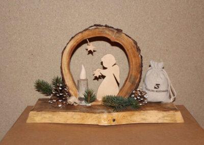 Weihnachtsdeko aus Baumscheiben, Engel und Licht aus Ahorn