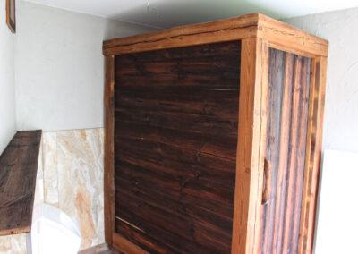 WC- Trennwand mit Tür aus Altholz